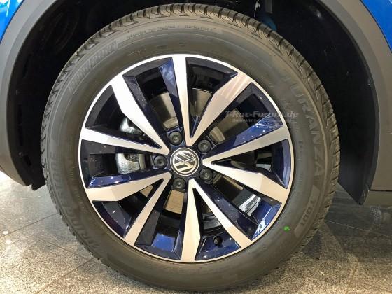 VW-T-Roc-Felge-blau-auf-Ravennablau-01